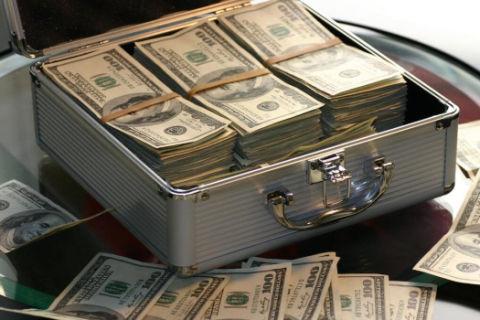 借款人故意把出借人姓名写错,怎样才能把钱要回来?法官的判决亮了!